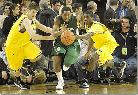 ((CAPTION))  Kalin Lucas eludes the Wolverines as MSU beats UM  54-42, at Crisler arena in Ann Arbor Tuesday night. ( Dale G. Young / The Detroit News) 2009.
