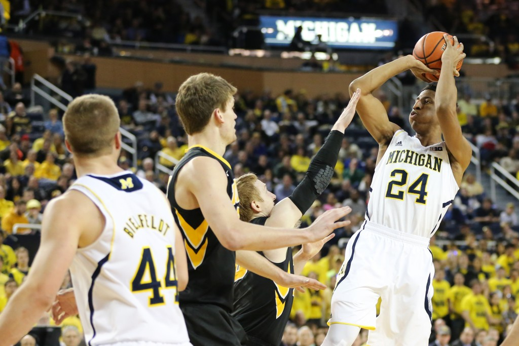 Michigan 54, Iowa 72-30