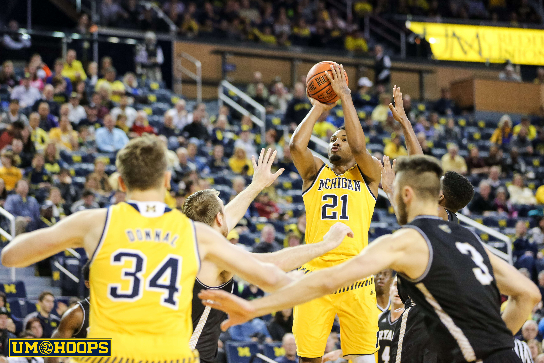 Michigan 96, Bryant 60-7