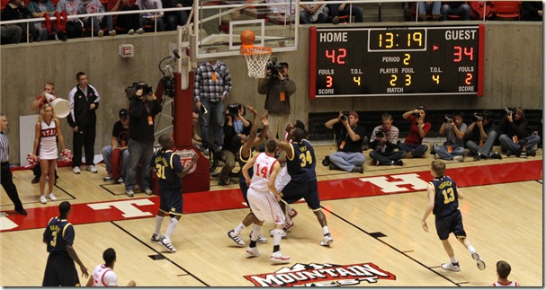 20091209_Michigan_Wolverines_vs._Utah_Utes_men%27s_basketball[1]
